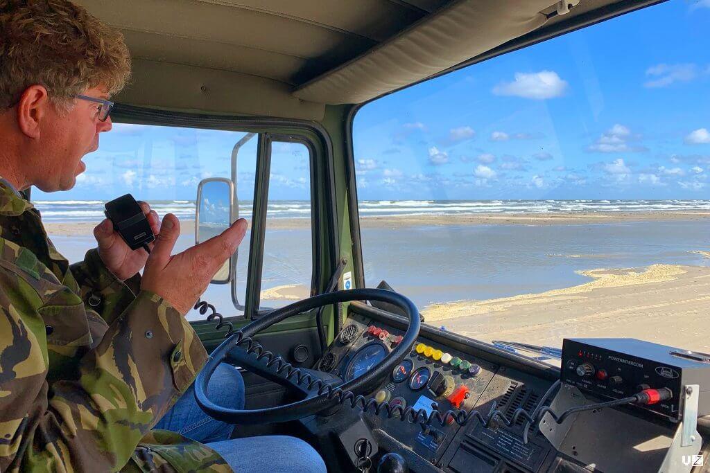 Chris chauffeur van de strandbus vertelt onderweg