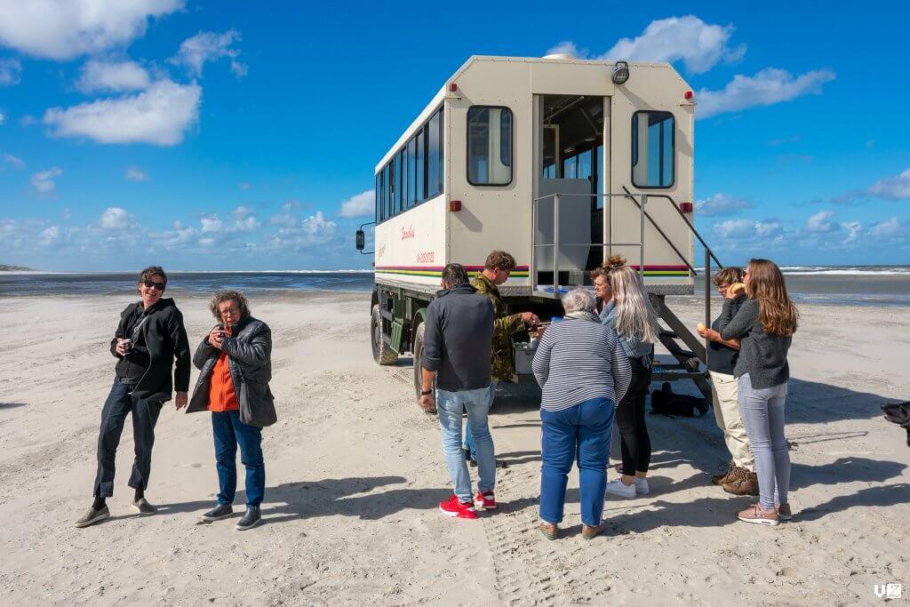 strandbus Terschelling -pauzeren tijdens de excursie
